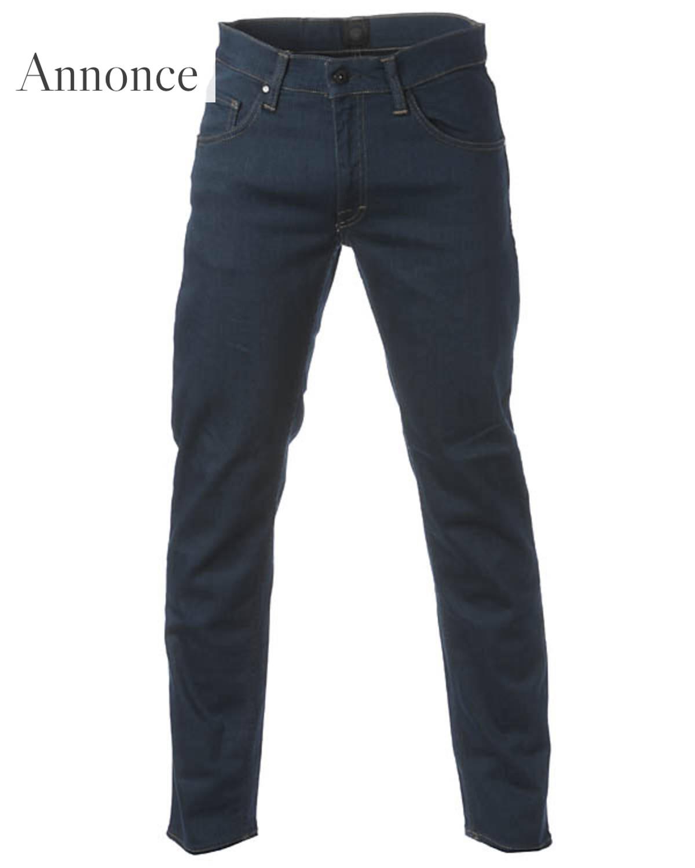 02ac1913793 Hos Mandemode.dk er vi trætte af mænd, der render rundt med jeans, som ikke  passer. Nu mener vi ikke, at alle skal have stramme bukser på.